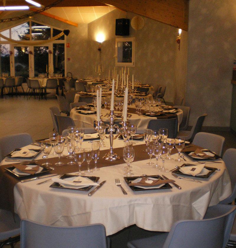 pour cette photo de décoration de table ton marron pour ces tables ...